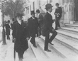 Chegada de Deputados Republicanos às Cortes. Em primeiro plano Bernardino Machado, dirigente do Partido Republicano